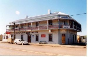 Grand Junction Hotel - Yamba Accommodation
