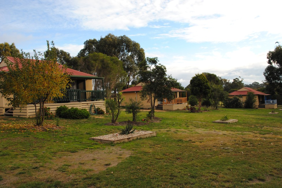 Lakes Entrance Country Cottages - Yamba Accommodation