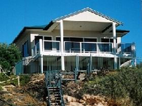 Top Deck Cliff House - Yamba Accommodation