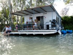 The Murray Dream Self Contained Moored Houseboat - Yamba Accommodation
