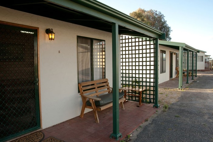 Moonta Bay Road Cabins and Cottages - Yamba Accommodation