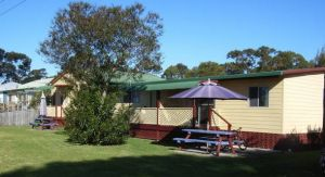 Alonga Cottages - Yamba Accommodation