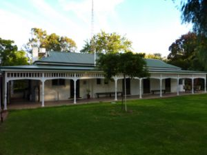 Lake Victoria Station Lodge - Yamba Accommodation