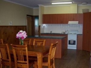 Riverland Holiday Cottage - Yamba Accommodation