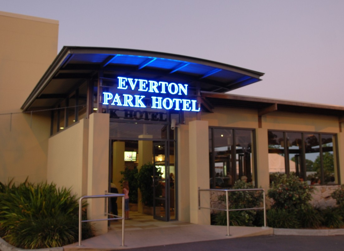 Everton Park Hotel - Yamba Accommodation