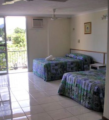 Cairns Holiday Lodge - Yamba Accommodation