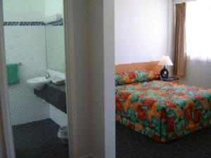 Baileys Hotel Motel - Yamba Accommodation