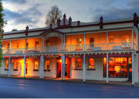 Royal George Hotel - Yamba Accommodation