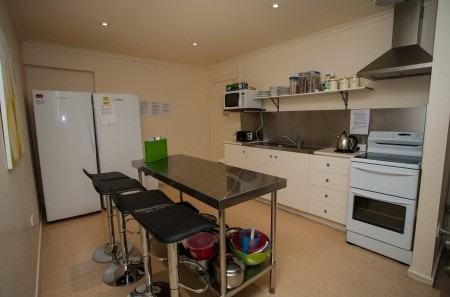 Millies Guesthouse & Serviced Apartments - Yamba Accommodation