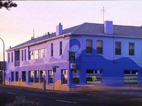 Beach Hotel - Yamba Accommodation