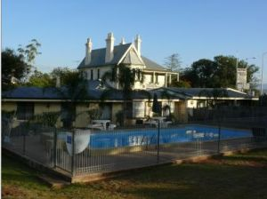Airlie House Motor Inn - Yamba Accommodation