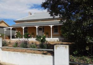 Book Keepers Cottage Waikerie - Yamba Accommodation