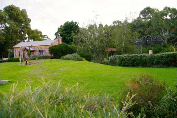 Pear Tree Hollow - Yamba Accommodation