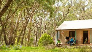 Mount Lofty Cottage YHA - Yamba Accommodation