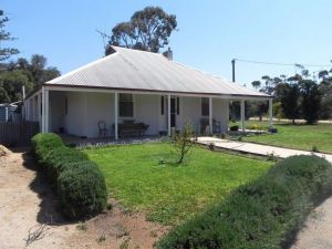 Great Grandpa Henry Retreat - Yamba Accommodation
