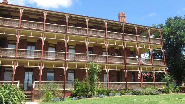 Yarra House - Yamba Accommodation