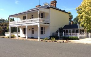 The White House Carcoar - Yamba Accommodation