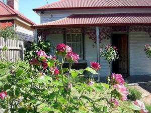 Airleigh - Rose Cottage - Yamba Accommodation