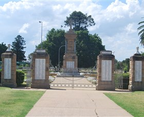 Warwick War Memorial and Gates - Yamba Accommodation