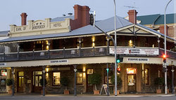Coopers Alehouse At The Earl - Yamba Accommodation