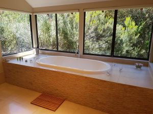 Jarrah Grove Forest Retreat - Yamba Accommodation